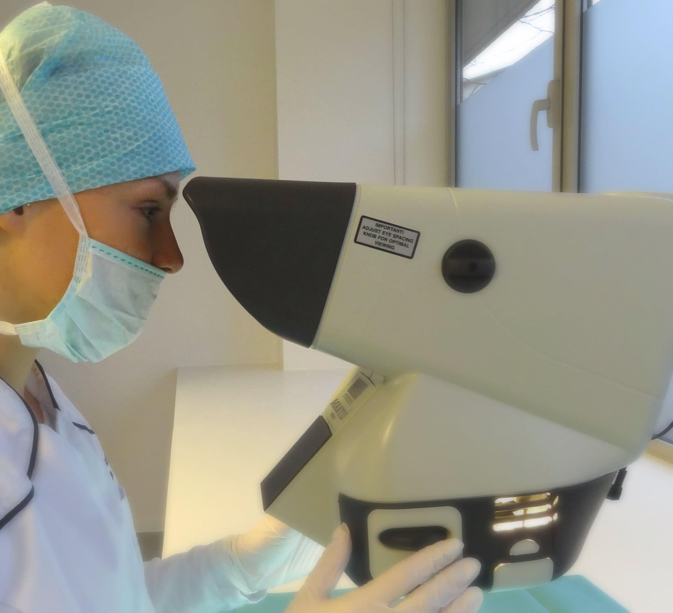 haarzakjes controleren door microscoop